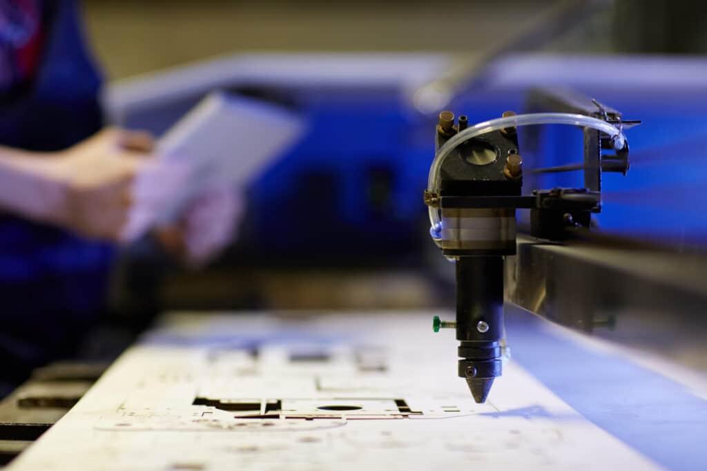 Was sind die Bestandteile der CNC-Maschine und ihre Vorteile?