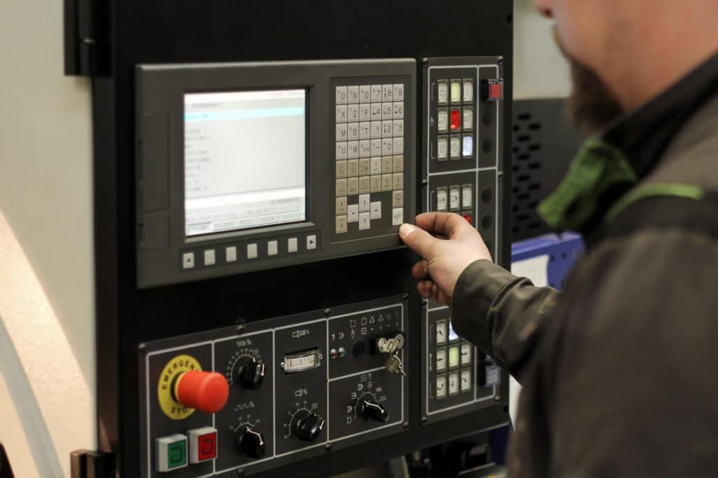 Was ist ein CNC-Controller?